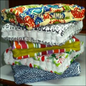 Box Cushion filled with cotton Stock